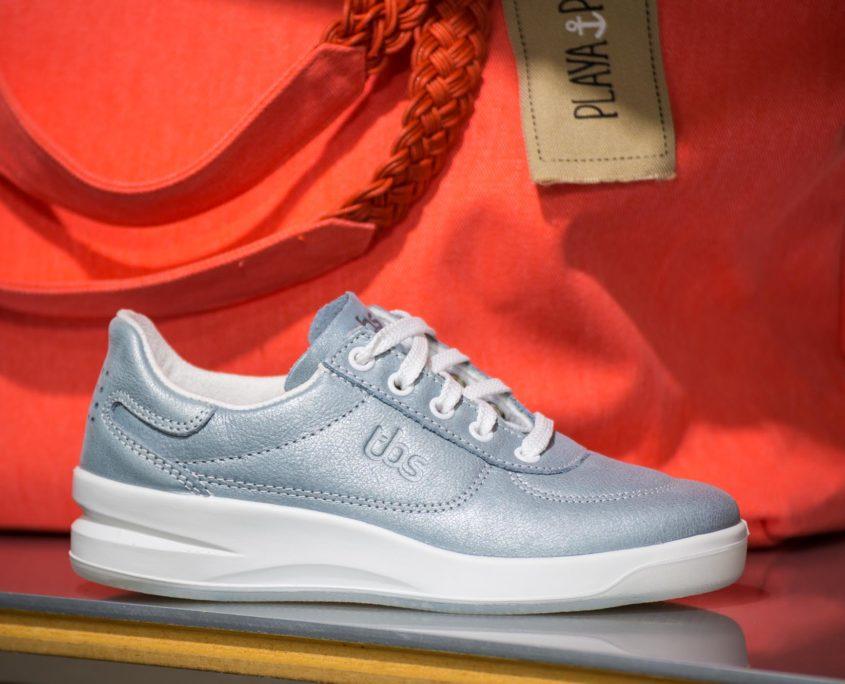 Chaussure de tennis en toile bleu ciel