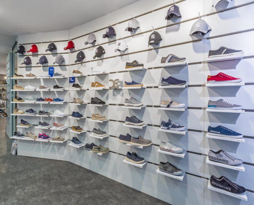 Les chaussures sportswear et les casquettes